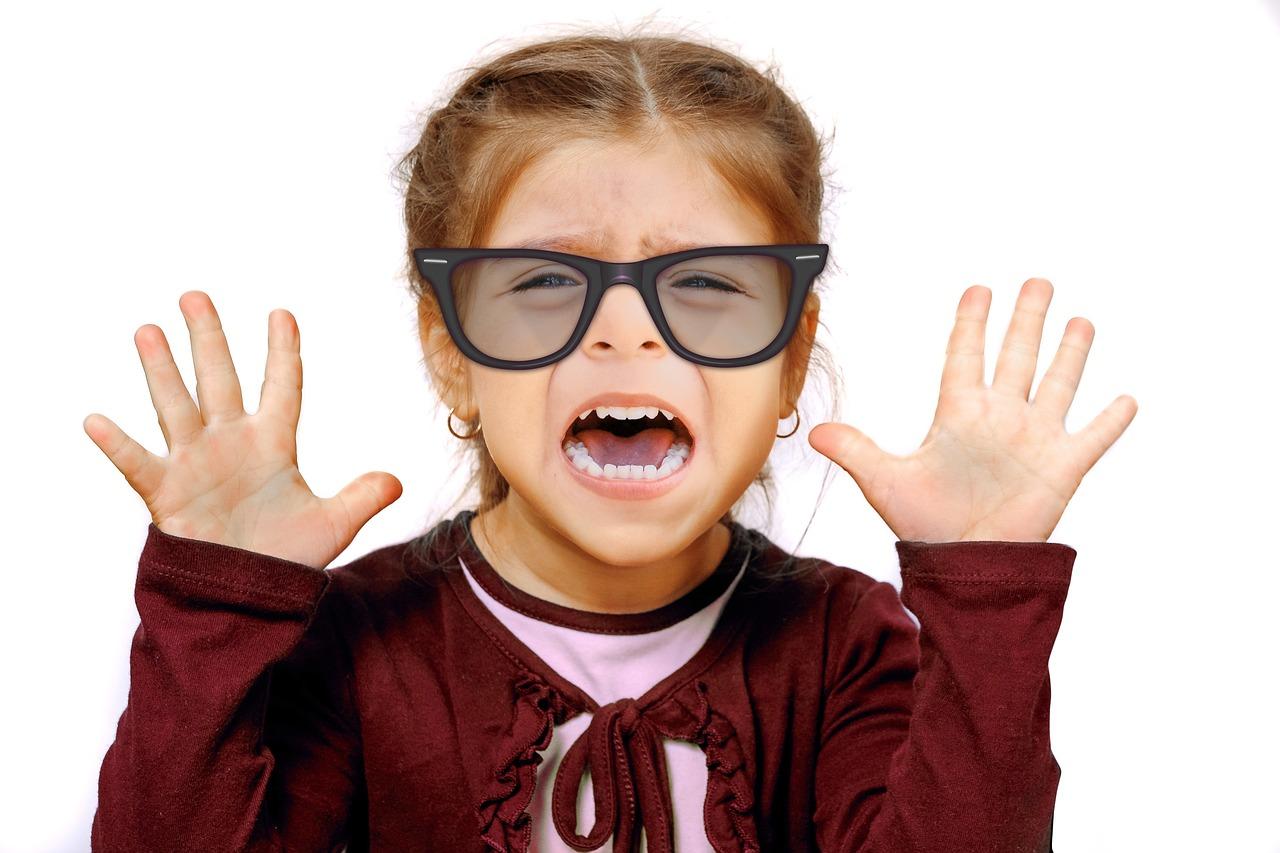 Lenti a contatto: possono davvero causare mal di testa?