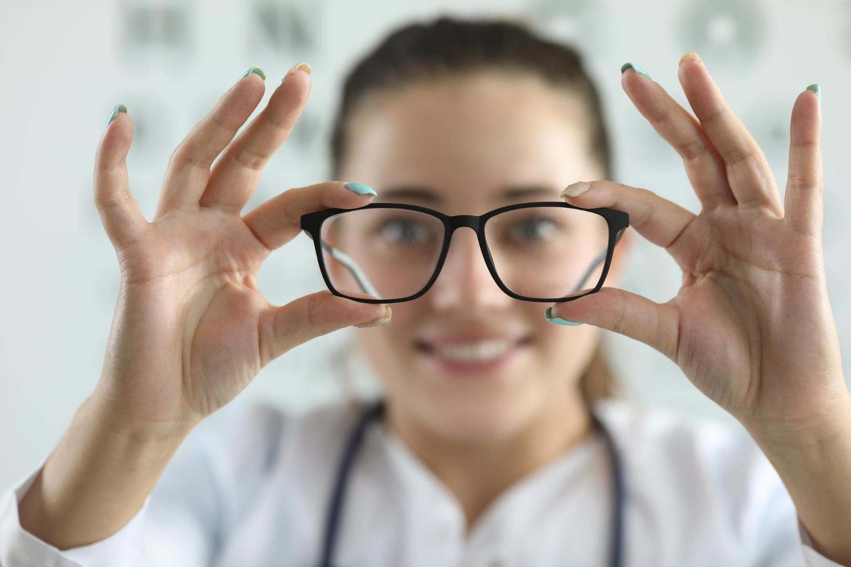 Portare occhiali protegge dal Covid-19?